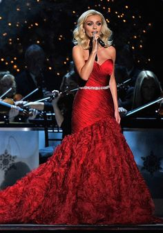 Katherine Jenkins in stunning red Suzanne Neville gown Red Dress Makeup, Prom Makeup, Opera Dress, Katherine Jenkins, Beautiful Gowns, Lovely Dresses, Beautiful Women, Female Singers, Celebs
