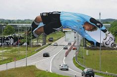 TBWA agency placed this gigantic photo of Oliver Kahn on an under-construction bridge near Munich.