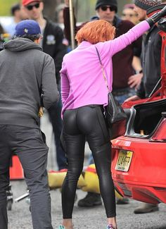 Scarlett Johansson booty in leather pants