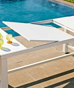 Detail of Table Conrad rectangulaire extensible 180 x 93 cm - Unopiù Tall Stools, Low Stool, Square Tables, Reception Areas, Ping Pong Table, Sun Lounger, Contemporary Design, Garden Table, Outdoor