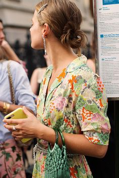 On the Street…Brooklyn, New York (The Sartorialist) Look Street Style, New York Street Style, Street Style Trends, Brooklyn Street Style, Street Styles, Jeanne Damas, Sophia Loren, Look Fashion, Fashion Beauty