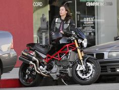 alanis_morissette_motorcycle_hollywood