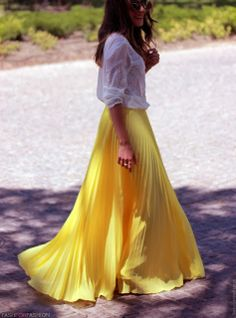 love everything about this outfit Open-back. 37 Maxi Dresses and Maxi Skirt- 2013 Hot Fashion Trend love this outfit! Moda Fashion, Fashion Models, Fashion Beauty, Womens Fashion, Fashion Trends, Fashion Blogs, Fashion Fashion, Workwear Fashion, Skirt Fashion