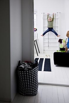 Great indoor climbing arrangement.  From Laura & Kosmo's Helsinki home.  (Text Jonna Kivilahti, photos Krista Keltanen, published in DEKO.  Via Mrs. Jones.)