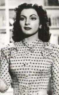 Elsa, Divas, Spanish People, Native American Headdress, Mexican Actress, Mexican Artists, Vintage Looks, Vintage Style, Vintage Fashion