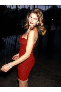 Cindy Crawford Revlon's Unforgettable Women Contest Red Halter Chiffon Dress F. Look Fashion, 90s Fashion, Fashion Models, Most Beautiful Women, Beautiful People, 90s Models, Cindy Crawford, In Pantyhose, Dresses For Sale