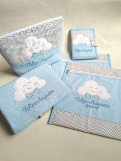 Kit infantil personalizado contendo:    1 necessaire tamanho M +  1 porta documentos+  1 porta fraldas/lenço e pomada +  2 saquinhos roupa suja/limpa.