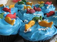 fish cupcakes for kid's birthday. Blue icing for water and colored goldfish arranged as decoration on top. Fishing Cupcakes, Kid Cupcakes, Cupcake Party, Cupcake Cakes, Cupcakes Design, Shark Birthday Cakes, Bubble Guppies Birthday, Happy Bday Cake, Shark Cookies