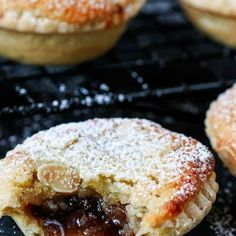 The best mince pies are these Frangipane Mince Pies with homemade pastry - serve warm or cold for a delicious traditional Christmas snack. #mincepies #frangipane #christmasfood Best Mince Pies, Homemade Mince Pies, Fruit Mince Pies, Homemade Pastries, Pastry Recipes, Baking Recipes, Cake Recipes, Dessert Recipes, Tarts