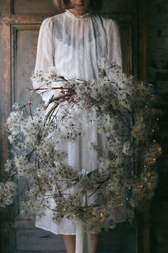 Winter wreath made from wild clematis haare hochzeit wreath wedding flowers flowers summer flowers white wedding