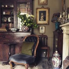 The playfully traditional home of antiques dealer Jack Laver Brister (aka Tradchap) - Jack Laver Brister Tradchap house Georgian Interiors, Georgian Homes, Antique Interior, Traditional Interior, Traditional House, Traditional Design, Interior Exterior, Interior Design, Eclectic Decor