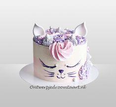 Creative Cake Decorating, Birthday Cake Decorating, Cake Decorating Techniques, Creative Cakes, Elegant Birthday Cakes, 4th Birthday Cakes, Pretty Birthday Cakes, Planet Cake, Animal Cakes