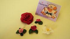 Ciondoli con fiori fatti a mano. Handmade pendants with flowers.