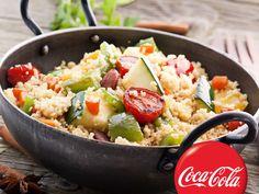 Recept za Kus-kus sa povrćem. Za spremanje ovog jela neophodno je pripremiti kus-kus, maslinovo ulje, žumbur, crni luk, beli luk, tikvice, komorač, papriku, patlidžan, paradajz, biber, so, šećer, peršun i sok od limuna.