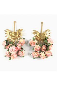 Aretes Racimo de palma palo de rosa Alejandra Valdivieso joyas Jewelry Design, Earrings, Fashion, Stud Earrings, Necklaces, Colombian Women, Modern Women, Fashion Trends, Jewels