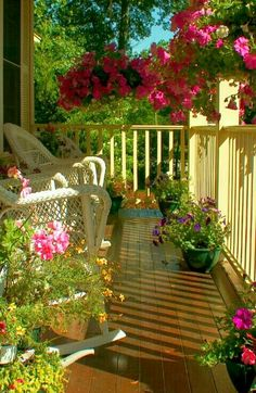 Porches, balconies and verandas Porch And Balcony, House With Porch, Balcony Garden, Cottage Porch, Cottage Style, Summer Porch, Decks And Porches, Front Porches, Outdoor Living