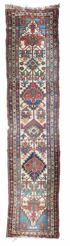 NORTHWEST PERSIAN RUNNER POSSIBLY BAKHTIARI, LATE 19TH/EARLY 20TH CENTURY 410CM X 90CM - SALE 433 - LOT 546 - LYON & TURNBULL