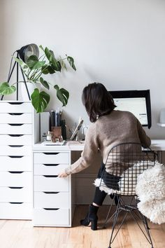 magazine layout: www.c… New corners and home accessories – Home Office Design Layout Workspace Design, Home Office Design, Home Office Decor, Ikea Office, Ikea Desk, Desk Office, Home Design, Office Ideas, Living Room Bedroom