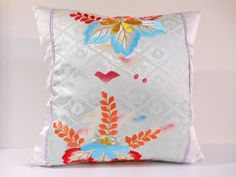 Etsy のJapanese Kimono Pillow | 440 | decorative pillow | 18x18 |,accent pillows,throw pillows,sofa pillows,couch pillows,throw,designer pillows(ショップ名:KyotoZakka)