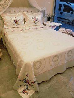 Draps Design, Designer Bed Sheets, Moda Emo, Viking Tattoo Design, Zara Kids, Diy Arts And Crafts, Home Decor Bedroom, Bed Covers, Bed Spreads