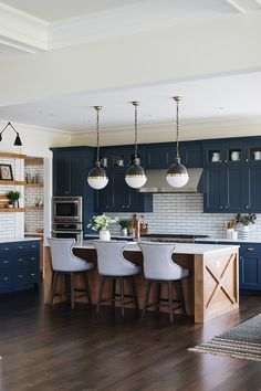 Kitchen Interior Design Kitchen of the week! Check out this navy blue farmhouse kitchen with a subway tile splashback. Ultra modern version of farmhouse style. Home Kitchens, Kitchen Inspirations, Kitchen Renovation, Modern Kitchen, Home Decor Kitchen, Kitchen Interior, Interior Design Kitchen, Kitchen Style, Modern Farmhouse Kitchens