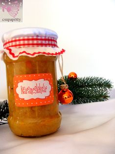 Ez a fűszeres narancslekvár kicsit ünnepi, kicsit különleges és nem utolsósorban Te készíted. Lepd meg vele szeretteidet Karácsonyra és főzd bele minden szereteted. :)  Fűszeres narancslekvár Hozzávalók 1 kg tisztított narancs 1 csomag dr. Oetker 3:1-ben dzsemfix szuper 20-30 dkg cukor ízlés szerint (édesítőszer vagy... Xmas, Christmas, Storage, Cooking, Winter, Holiday, Blog, Gifts, Creative