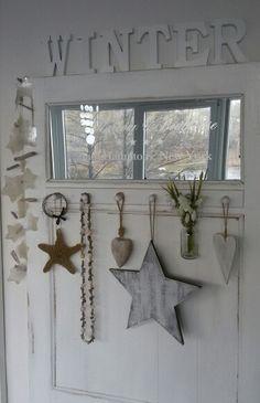 DIY Wanddeko - alte Zimmertür, gepimpt mit Spiegel oben und Hakenleiste
