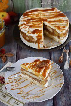 Ismét almás finomság, most joghurttal és karamellel, villám gyorsan összerakható. Csupán egy éjszakát kell rá várni és már ehetjük is ezt a ... Apple Desserts, Fall Desserts, Cookie Desserts, No Bake Desserts, Salty Snacks, Hungarian Recipes, Sweet Pie, Cupcake Recipes, No Bake Cake