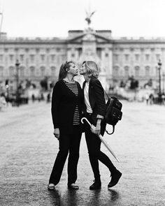 Some amazing memories captured on film back in summer when momsy @lyalya.pavlovska was here in London by the bestest @adamvonmack  #film#be#blackandwhite#35mm#london#rain#buckinghampalace#family#love#rain#мама#лондон#дождь#пленка#чб#чернобелоефото by paulpavlovska