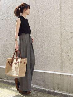URBAN RESEARCH DOORS WOMENSのニット・セーター「DOORS ハイツイストコットンノースリーブニット」を使ったari☆のコーディネートです。WEARはモデル・俳優・ショップスタッフなどの着こなしをチェックできるファッションコーディネートサイトです。 Casual Fall Outfits, Chic Outfits, Fashion Outfits, Japan Fashion, Boho Fashion, Womens Fashion, Uniqlo Women Outfit, Japanese Minimalist Fashion, Estilo Hippy