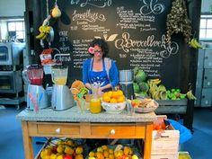 Lanterfanten festival Amsterdam fruit shake bar - Projects to Try - Juice Fruit Stands, Food Stands, Food Truck, Juice Bar Design, Juice Store, Smoothie Shop, Fruit Shop, Grilling Gifts, Salad Bar