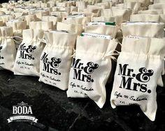 Padrísimas bolsitas personalizadas, compra las tuyas y lúcete en tu boda | #bodaydecoracion #details #igers #bags #gifts #bachelorette #WeddingCrafts #Brides #picoftheday #mextagram #igers #TodaTuBodaEnUnSoloLugar #justmarried #Bride #Groom