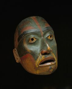 From Seattle Art Museum, Haisla, Face mask (ca. Alder, paint, 23 × 19 × 12 in Arte Inuit, Inuit Art, Native American Masks, American Indian Art, Totems, Vancouver Art Gallery, Seattle Art Museum, Haida Art, Art Premier