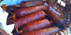 A házi szaláminál finomabb nincs is! A legjobb benne, hogy saját szánk íze szerint készíthetjük el! Hozzávalók 10 kg hús (egyharmad része zsíros, kétharmad része száraz, 10 százaléka vad vagy marha, a többi disznó), 22 dkg só, 20 dkg jó minőségű pirospaprika, 12 dkg fokhagymapép, 2 dkg őrölt fehérbors, 1[...]