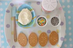 Keeping materials for craft projects contained.  Neat idea!