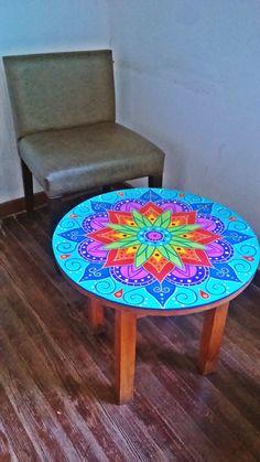 mesa de madera decorala con mandala de 50cm de diámetro