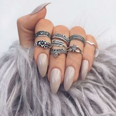 Nude nails are very easy to do yourself! Ideas and instructions - Pointed nude gel nails finger rings Informations About Nude Nägel sind ganz leicht selber zu machen - Nude Nails, Matte Nails, Gel Nails, Acrylic Nails, Coffin Nails, Gel Manicures, Nail Manicure, Acrylics, Nail Polish