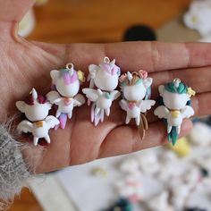 """2,845 curtidas, 72 comentários - Amba Jacobs (@thelittlemew) no Instagram: """"Five little winged unicorn wips, and I'm working on more- when they're finally all done this is…"""""""