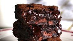 These brownies are delightful even without eggs. For vegan brownies just substitute soy based margarine for the butter. Beste Brownies, Fudgy Brownies, Chocolate Brownies, Homemade Brownies, Chocolate Ganache, Köstliche Desserts, Delicious Desserts, Dessert Recipes, Yummy Food