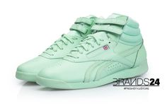 Reebok Freestyle Hi Spirit Mint GlowGet the Fresh style and comfortable dream fit. The Freestyle first made its debut in 1982 as one of the first women's aerobic shoes on the market. Today, this innovative silhouette is one of the most iconic and well-known shoes in Reebok history. This women's classic comes with a feminine silhouette and subtle solid pastel mint colorway for seducive style and soft premium leather for comfortable fit. Freestyle Hi Spirit Mint Glow really has its spirit.