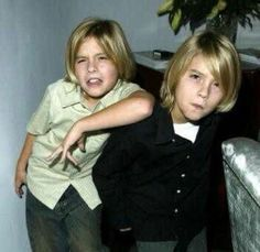 Sprouse Bros, Dylan Sprouse, Zack Et Cody, Famous Twins, Dylan And Cole, Naomi Scott, Cute Twins, Suite Life, Perfect Couple