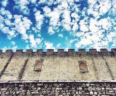Merli d'altri tempi.    #spoleto #igersitaly #igerseurope #igersitalia #igersumbria #ig_italia #ig_italy #ig_europe #ig_umbria  #umbria #italianplaces #cloudporn #clouds  #nuvole #italiainunoscatto #bestvacations #castle  #umbriagram #volgoumbria #vivoumbria #igerseuropa #traveldiary #instatravel #neverstopexploring #visitumbria #roccadialbornoz #battlements #merli  #castello