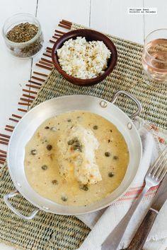 Muslos de pollo en salsa cremosa de vino blanco.
