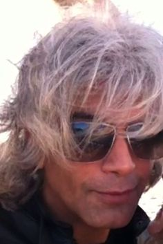 This interview will reveal a side to Kamal Ravikant that many people have not seen before. He shares his past... His experiences will remind listeners that everything can change in the blink of an eye.    http://www.stansberryradio.com/James-Altucher/Latest-Episodes/Episode/634/Ep-28-Kamal-Ravikant-How-to-Become-an-Angel-Investor-with-Only-1000