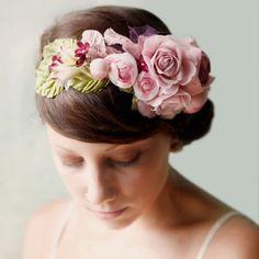 Coronas de flores y tocados para novias de Whichgoose