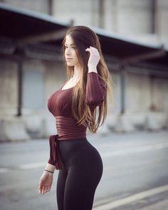 Instagram Fitness, Bikini Fitness Models, Looks Pinterest, Femmes Les Plus Sexy, Bikini Workout, Tight Leggings, Sexy Outfits, Gorgeous Women, Beautiful Beach