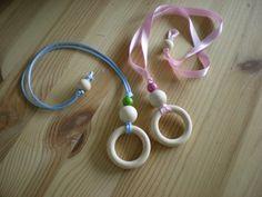 Sono le collane per l'allattamento: semplici accessori con cui i vostri bimbi possono giocherella...