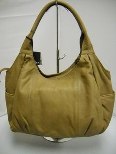 1 Gabee Taupe - Two handles. Hard Wear, How To Wear, How To Make Handbags, Pu Leather, Taupe, Shoulder Bag, Zip, Clothes For Women, Stylish