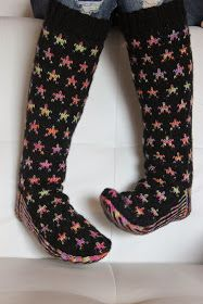 Villasukat / woolsocks with stars Crochet Socks, Knitting Socks, Knitted Hats, Knit Crochet, Mitten Gloves, Mittens, Boot Toppers, Wool Socks, Fair Isle Knitting