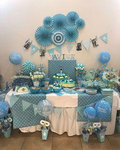 Mesa de chuches para niño azul Hanukkah, Wreaths, Table Decorations, Furniture, Home Decor, Candy Table, Candy Buffet, Blue, Homemade Home Decor